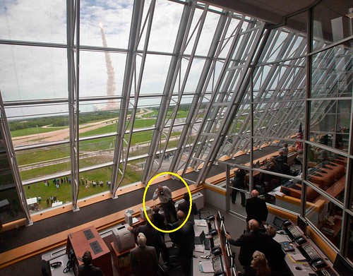 http://www.boston.com/bigpicture/2011/07/space_shuttle_era_ends_with_at.html#photo18