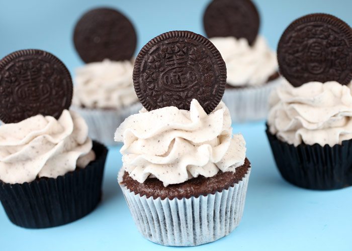 Cookies and Cream Cupcakes – bakerella.com