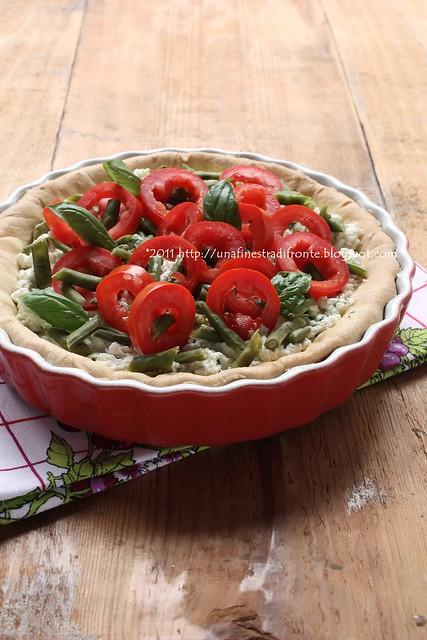 Crostata con ricotta, pomodori, fagiolini e basilico