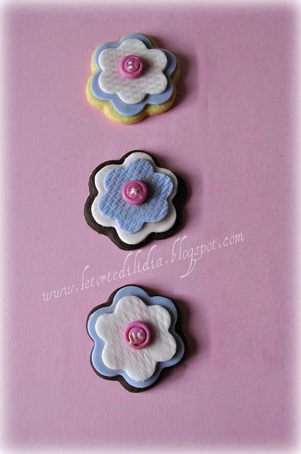 Biscotti decorati: fiori e bottoni