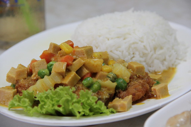 Thai yellow curry with rice