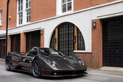 Carbon Finish. (Alex Penfold) Tags: auto camera red london cars alex sports car sport mobile canon photography eos spider photo cool flickr image stripes awesome flash picture bob convertible super spot spyder exotic photograph f spotted hyper carbon mayfair supercar spotting numberplate exotica sportscar zonda sportscars supercars roadster pagani penfold spotter 2011 forstner hypercar 60d hypercars alexpenfold