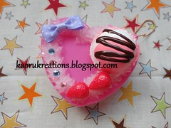 Sweet Deco Heart Shaped Accessories Case