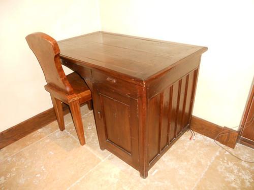 Wooden Table + Chair Item#: DSCN0025