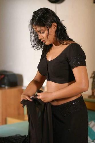 Desi Mallu Aunty Blouse Boobs_10