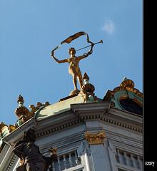 Bruselas. Grande Place (7) (e_velo (εωγ)) Tags: brussels summer sculpture travels belgium esculturas bruxelles olympus viajes verano bruselas brussel viatges estiu bélgica 2011 escultures bèlgica brussel·les statuessculptures e620