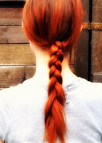 Nebenbei hatte Mutti Zeit sich einen Zopf zu machen und ist stolz auf ihre Haarzucht
