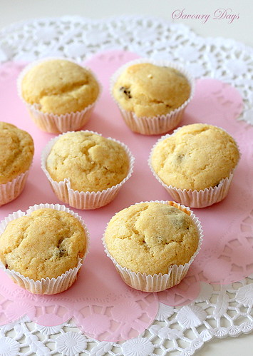 Vanilla raisin muffins