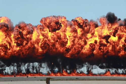 フリー写真素材, 社会・環境, 戦争・軍隊, 爆弾, 爆発, 火・炎,