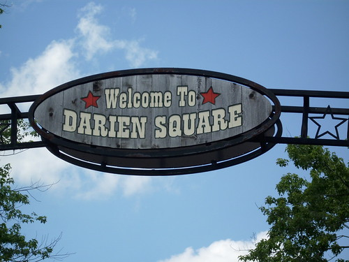 Darien Sqaure sign
