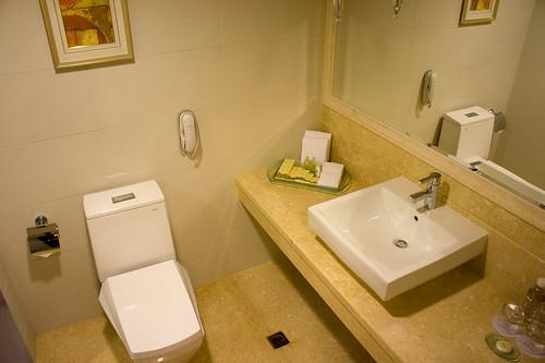 厠所也是超整潔, 也有充足的冥想空間