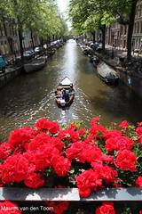 Achter de geraniums... (Maurits van den Toorn) Tags: amsterdam boot boat canal gracht egelantiersgracht
