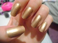 Garota da capa - AVON (sarinags_) Tags: dourado avon chique capricho paolaoliveira clubedoesmalte