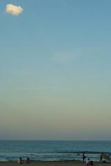 NUBE (madrid67) Tags: azul atardecer mar fuji playa sanjuan sombrilla nube s5pro