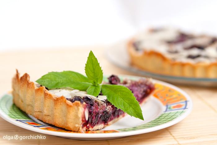 Пирог со смородиной и леными орехами