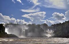 Iguazú Falls (Lumley_) Tags: argentina rio brasil agua nikon falls cielo nubes cataratas vicente 1855mm lumley iguazú espuma rubio d60 caida