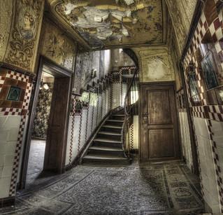 Qui veut monter au 1er étage? {explore}