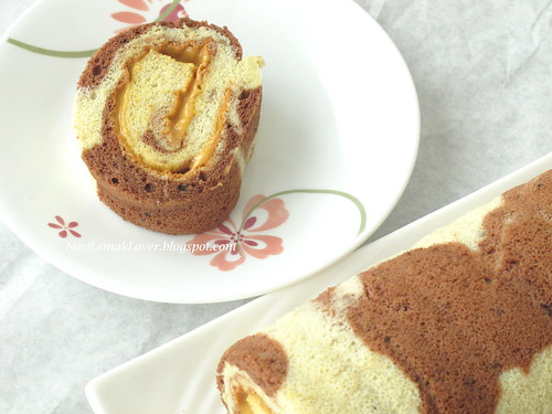 Banana Swiss roll with peanut butter cream
