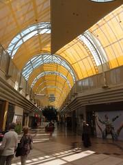 @ Uno Shopping (austrianpsycho) Tags: people linz leute menschen gebäude pasching einkaufszentrum unoshopping