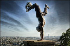 Football Freestyle (Scape) Tags: street paris sport football freestyle performance montmartre andromeda hdr iya traore
