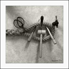 pissure ... (Alcosinus   ON-OFF ) Tags: bw tools knots scissor ciseau knotting fid carre noeuds maillet nouages nikond90 poinon newacademy alcosinus eyesplice pissureenoeil pissoirescreux sweedishfid