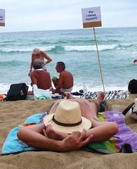carlotta_betbese_2011-08-07_0432 (Fotomovimiento) Tags: barcelona playa protesta nudismo desnudo plaacatalunya nudisme acci nuu platjasantsebasti indignados aturemlesretallades acampadabcn indignats fotomovimiento15m