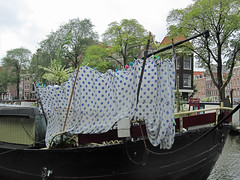 polkadot laundry day (Harry -[ The Travel ]- Marmot) Tags: city blue trees summer urban holland netherlands dutch amsterdam canal wind nederland houseboat polkadots zomer sheet prinsengracht privacy polkadot gracht laken stadsarchief laudry woonboot woonark woonschip