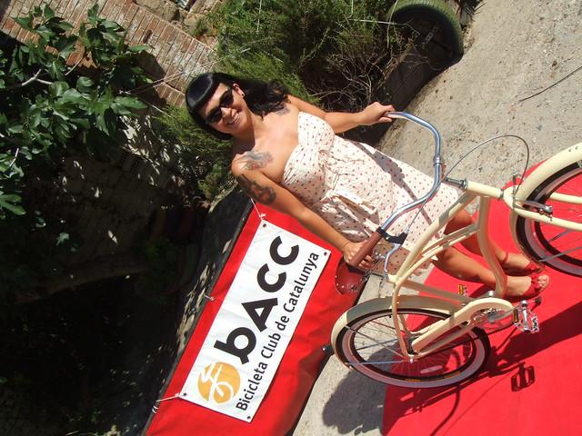 Paulette encantada amb la seva Hoodbikes