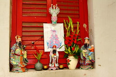 1325 Chinatown, Singapore (Traveling Man  Traveling, back soon) Tags: island is shrine ef f4l 24105mm asia malay markaveritt usmchinatownchina townstreetscenechinatownchinatown canoneos50dsingaporesingapuralion cityasiasoutheast citystate peninsulacanon