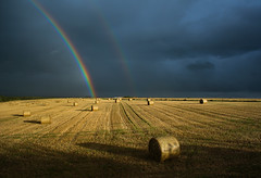 Pot of gold (snowyturner) Tags: sun field rain weather st rainbow cornwall double hay bales merryn yahoo:yourpictures=bestofbritish yahoo:yourpictures=weather 25ccfbt