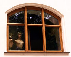 Watching and being watched (:Linda:) Tags: two people woman reflection window germany naked bavaria town nuremberg franconia chain twopeople nürnberg amfenster byawindow twononalivepeople