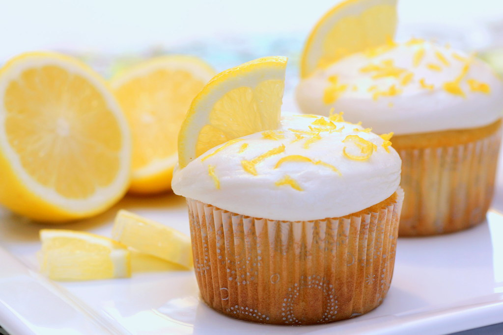 Recipe Snobs: Lemon Curd Cupcakes