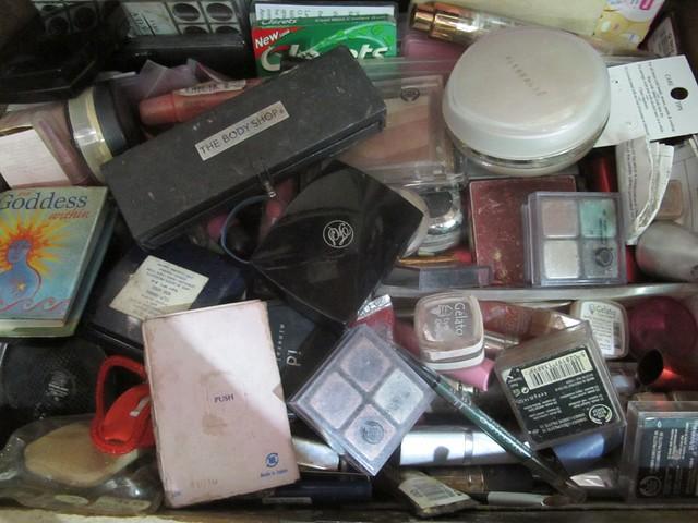 Organizing Vanity Dresser (4)