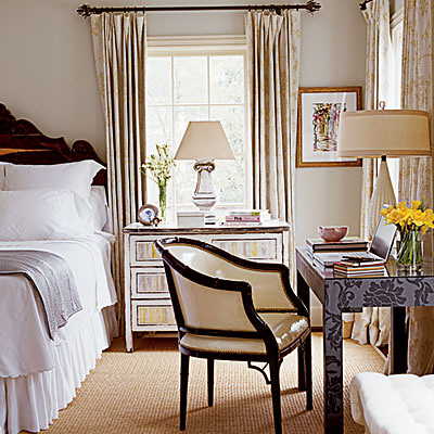 Calm gray bedroom: Benjamin Moore 'Gray Cashmere'