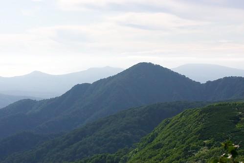 西に見える狭薄山