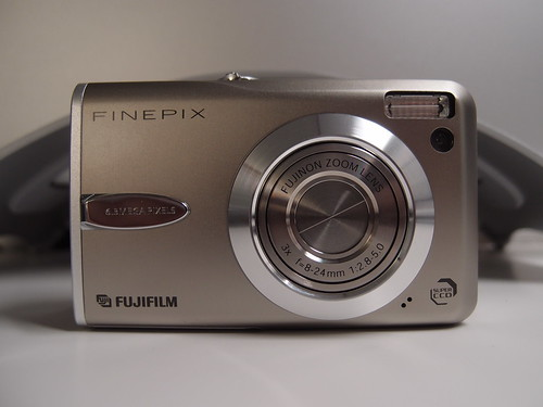 FUJIFILM FinePix F30 (借り物)