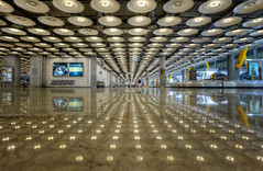 Airport  Aeropuerto Barajas Terminal 4, Madrid (Spain), HDR (marcp_dmoz) Tags: madrid lighting espaa photoshop airport spain nikon map interior terminal flughafen nikkor 1735mmf28d aeropuerto tone hdr spanien equipaje beleuchtung iluminacion t4 barajas photomatix gepckausgabe tonemapped tonemapping baggageclaimarea tonemap d700 baggagearea gettyimagesiberiaq3
