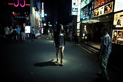 (Corentin Walravens) Tags: street japan night tokyo candid streetphotography nightclub roppongi 55 japon