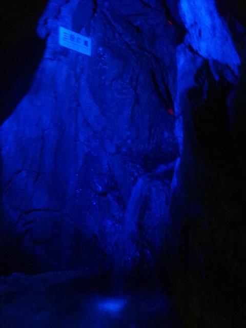 飛騨大鍾乳洞内の滝の写真