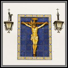 Callejeando Por Chipiona (Buscando Color Y Luz En El Sur) (pp diaz) Tags: espaa color muro luz pared cadiz cristo dolor azulejos chipiona adalucia mosaicao