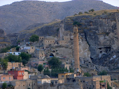 "Hasankeyf mit altem Minarett • <a style=""font-size:0.8em;"" href=""http://www.flickr.com/photos/65713616@N03/6011238540/"" target=""_blank"">View on Flickr</a>"