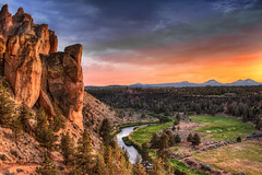 Sunset at Smith Rock State Park - HDR (David Gn Ph