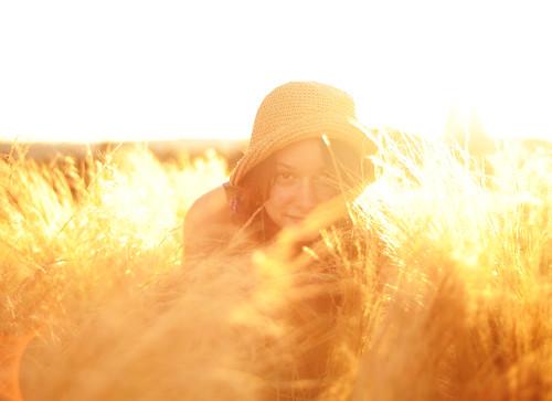 フリー写真素材, 人物, 女性, 草原, 帽子・キャップ,