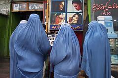 Burka (why not!?) Tags: afghanistan islam kultur tradition blau frau farbe kabul verhllung mensch kleidung privat schleier burka gefngnis schutz purdah gleichberechtigung purda kleidungsvorschrift frauenrecht berwurf abgeschlossenheit kleidervorschrift