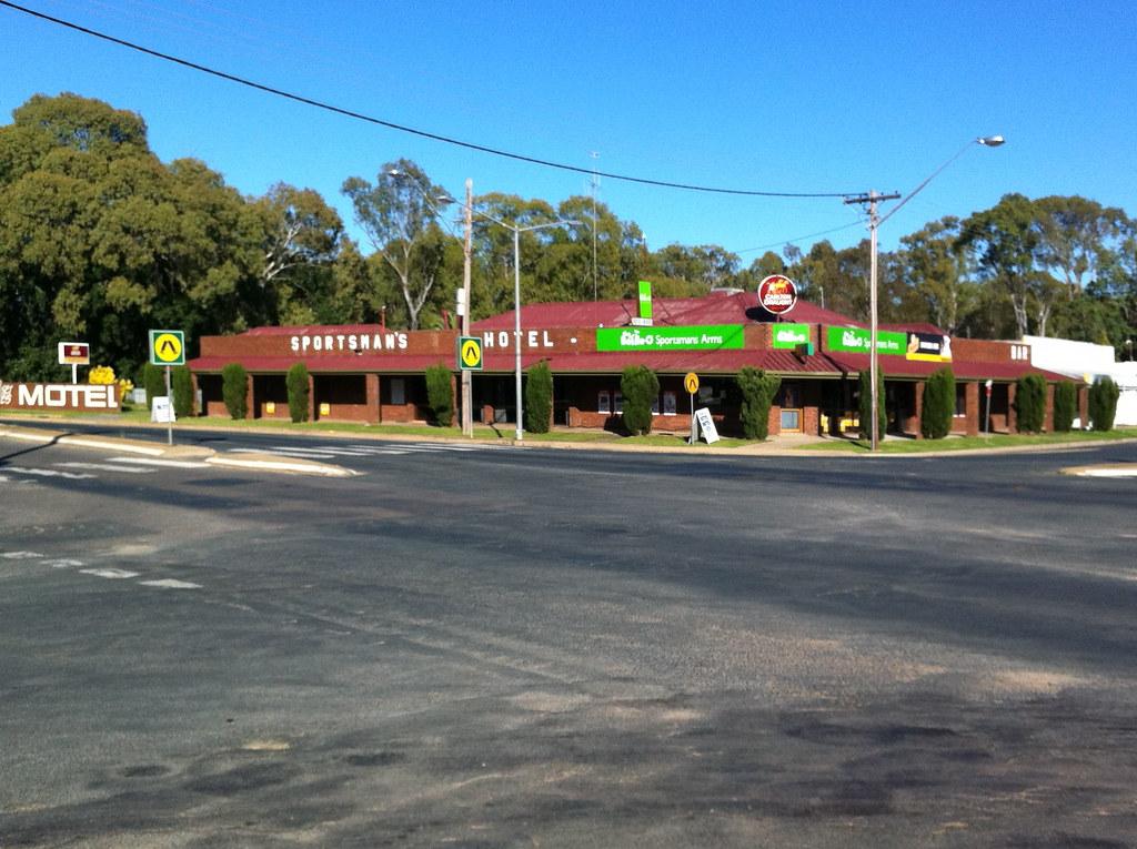 Sportsman's Arms Hotel Motel opp cnr