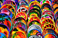 Mexican Pottery (beelde.com) Tags: colors mexico souvenir plates authentic chitzenitza