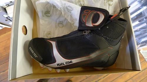 Pearl Izumi cycling boots NEW $100