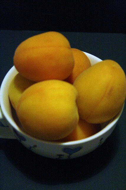 day 18 - fruits - apricots