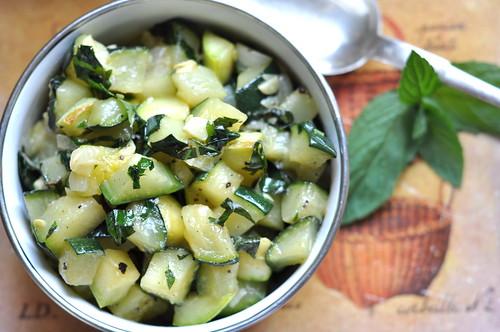 suvikõrvits mündi ja küüslauguga/zucchini with mint and garlic