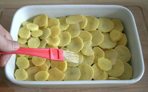 24 - Mit Butter bestreichen